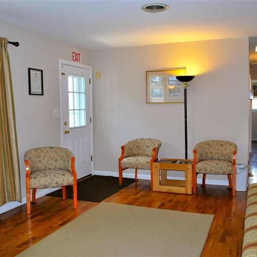 AlfredHouse Needwood - Derwood, MD - Sitting Area