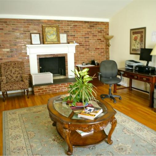 AlfredHouse Shalom - Silver Spring, MD - Living Room
