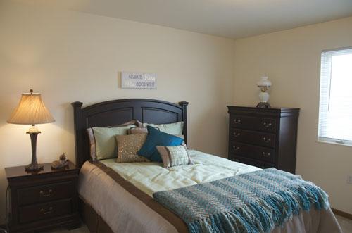 Arbor Court Retirement Community at Alvamar - Lawrence, KS - Bedroom