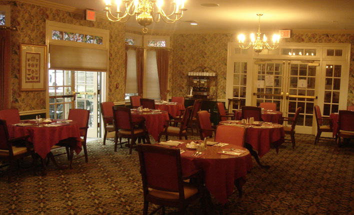 Benchmark Senior Living at Forge Hill - Franklin, MA - Dining Room