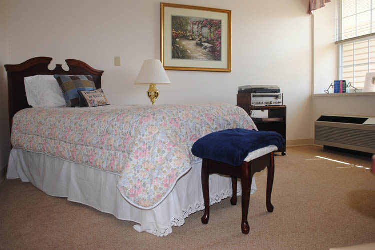 Broadmore Senior Living at Lakemont Farms - Bridgeville, PA - Bedroom
