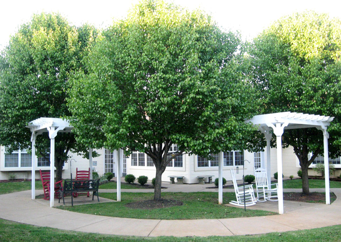 Broadmore Senior Living at Murfeesboro - Murfeesboro, TN - Grounds