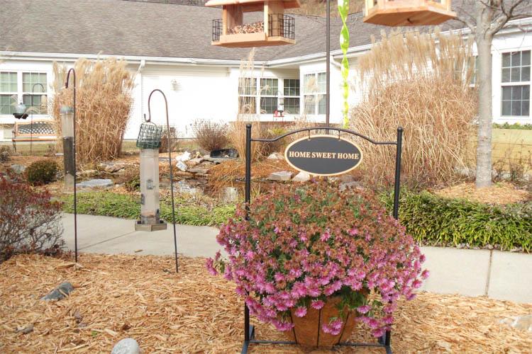 Broadmore Senior Living at Teays Valley - Hurricane, WV - Garden
