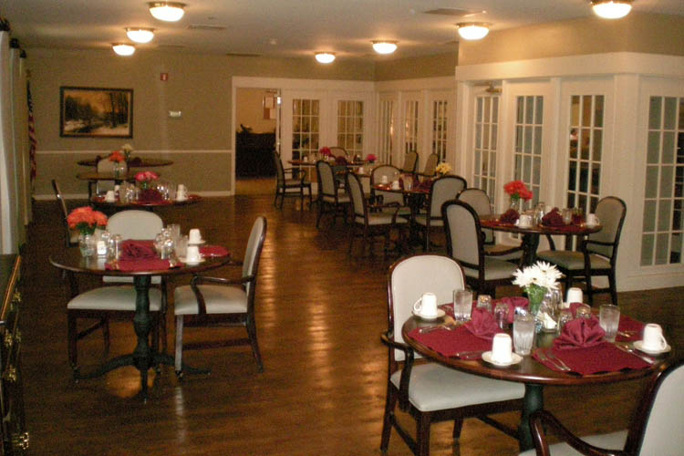 Broadmore Senior Living at Teays Valley - Hurricane, WV - Dining Room