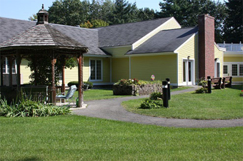 Carlyle Place - Bedford, NH - Exterior