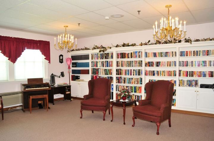 Commonwealth Assisted Living at Farnham Manor, VA - Library