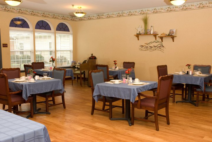 Commonwealth Assisted Living at Hampton, VA - Dining Room