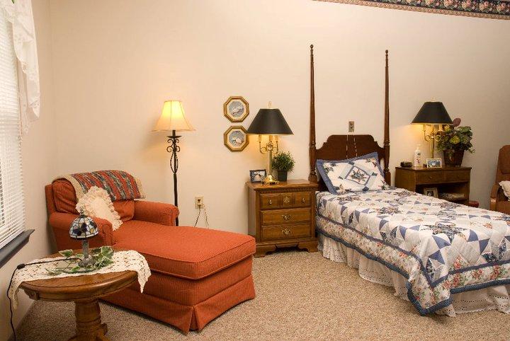 Commonwealth Assisted Living at Hampton, VA - Apartment Living Room