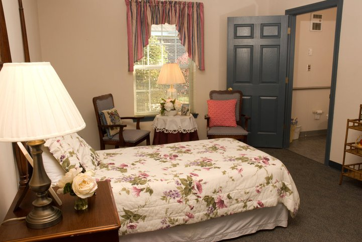 Commonwealth Assisted Living at Kilmarnock, VA - Bedroom