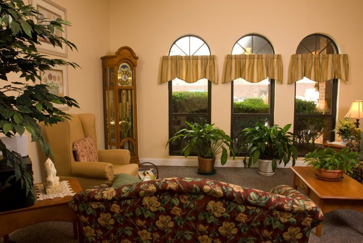 Commonwealth Assisted Living at Radford, VA - Lounge