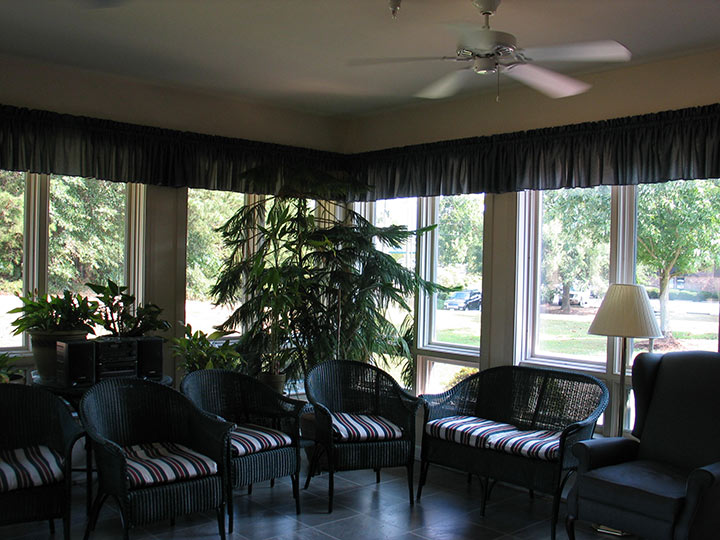 Commonwealth Assisted Living at South Boston, VA - Lounge