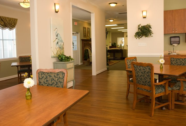 Commonwealth Memory Care at Norfolk, VA - Dining Room