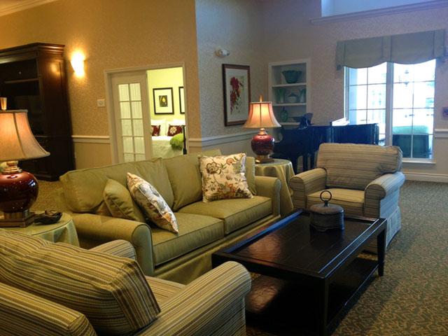 Country Place Living - Basehor, KS - Living Room
