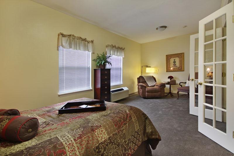 Elmcroft of Byrd Springs - Huntsville, AL - Bedroom