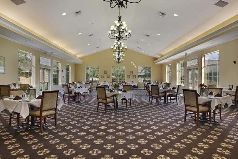 Elmcroft of Carrollwood - Tampa, FL - Dining Room