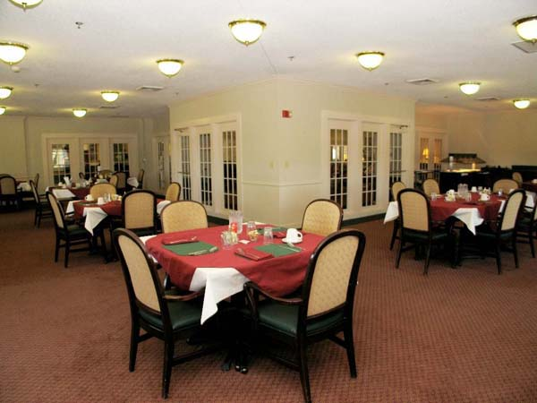 Elmcroft of Chippewa Falls - Beaver Falls, OR - Dining Room