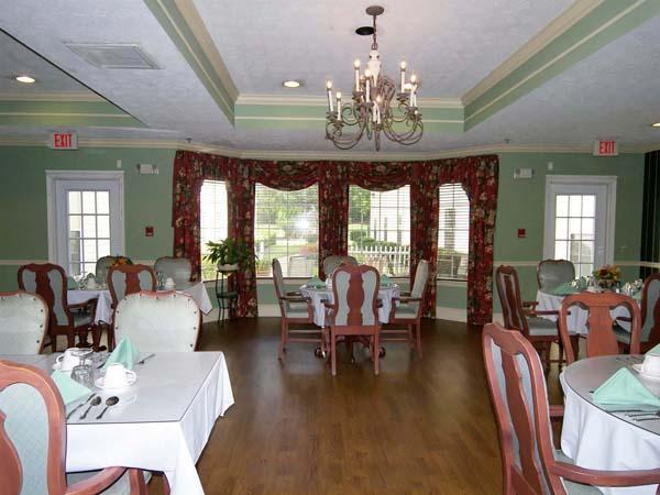 Elmcroft of Hamilton Place - Chattanooga, TN - Dining Room