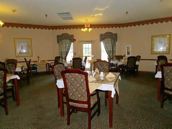 Elmcroft of Jackson, TN - Dining Room