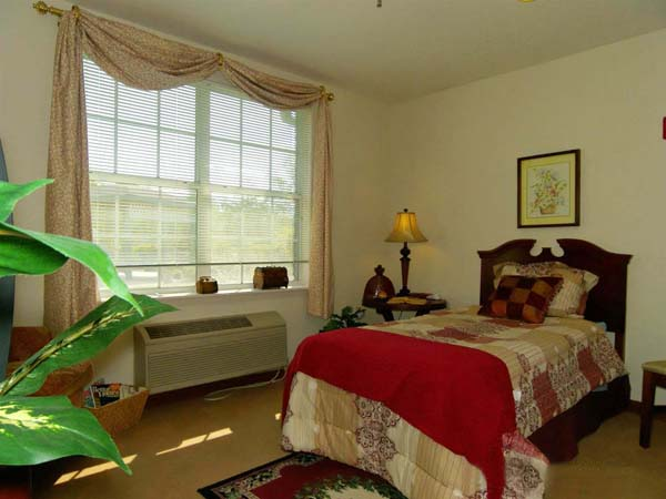 Elmcroft of Jackson, TN - Apartment Bedroom