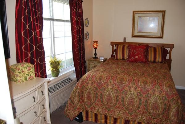Elmcroft of Lenanon, TN - Apartment Bedroom