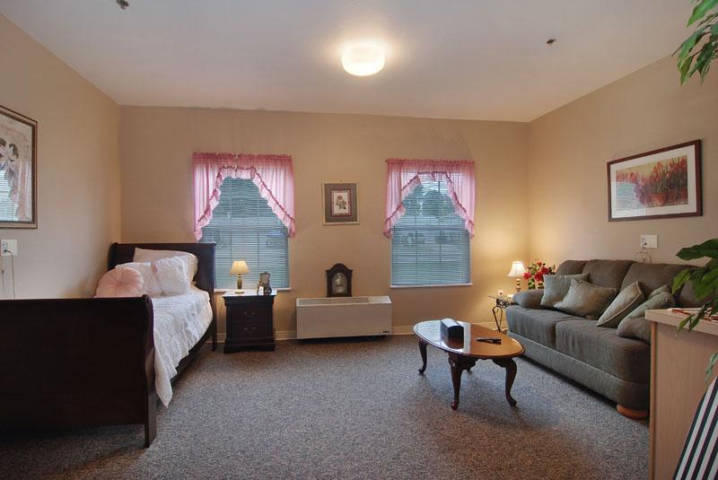 Elmcroft of Lorain, OH - Apartment Bedroom