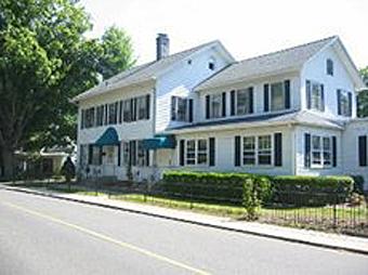 Essex Village Manor - Essex, CT - Exterior
