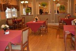 Glenbrook Rehabilitation & Skilled Nursing Center - Fort Wayne, IN - Dining Room