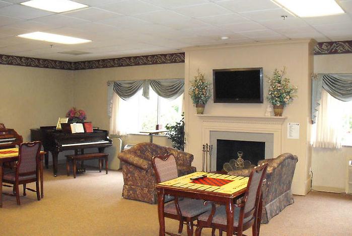 Golden LivingCenter - Briarwood - Tucker, GA - Fireplace Lounge