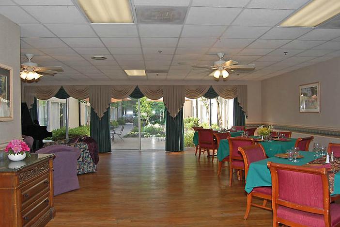 Golden LivingCenter-Decatur, GA - Dining Room