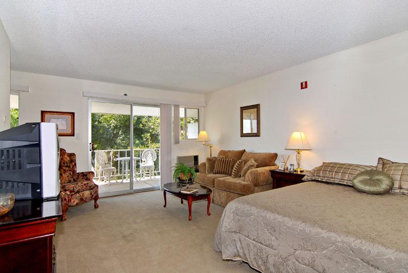 Grossmont Gardens - La Mesa, CA - Apartment Living Room