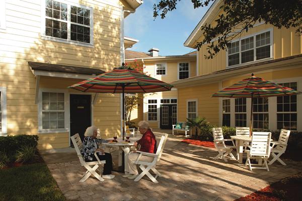 HarborChase of Jacksonville, FL - Courtyard