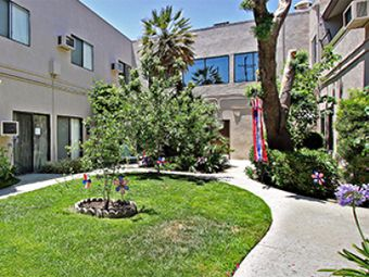 Brookdale North Tarzana, CA - Courtyard