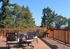 Clackamas View Senior Living - Milwaukie, OR - Porch