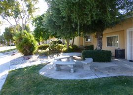 Foremost Retirement Community - Hesperia, CA - Courtyard