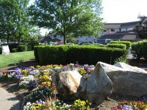 Weatherly Inn - Medford, OR - Community Grounds