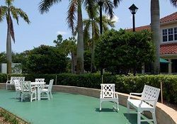 Brookdale Coconut Creek - Coconut Creek, FL - Courtyard