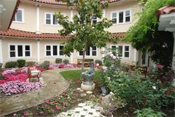 Silverado The Huntington - Courtyard