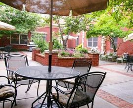 Emeritus at Dunwoody - Atlanta, GA - Courtyard