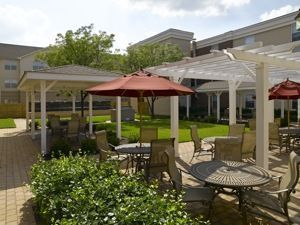 Atria Cranford - Cranford, NJ - Patio