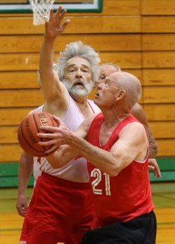 Basketball team at Washington State Senior Games