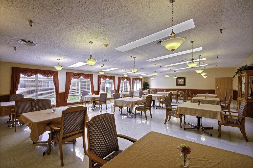 Kindred Transitional Care and Rehabilitation - Eagle Creek - Indianapolis, IN - Dining Room