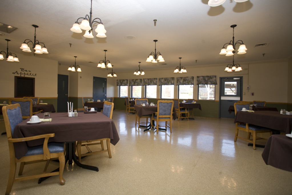 Kindred Transitional Care and Rehabilitation - Rolling Hills - New Albany, IN - Dining Room