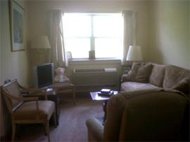 Lamplight Inn of Baltimore, MD - Apartment Living Room