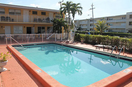 Lighthouse Inn South Assisted Living - Pompano Beach, FL - Pool