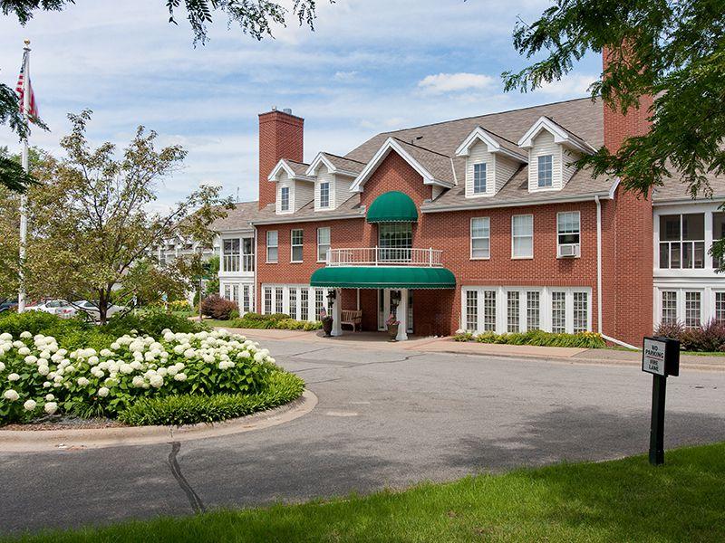 Meridian Manor - Wayzata, MN - Exterior