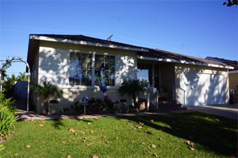 Mom & Dad's Place - Lakewood, CA - Exterior