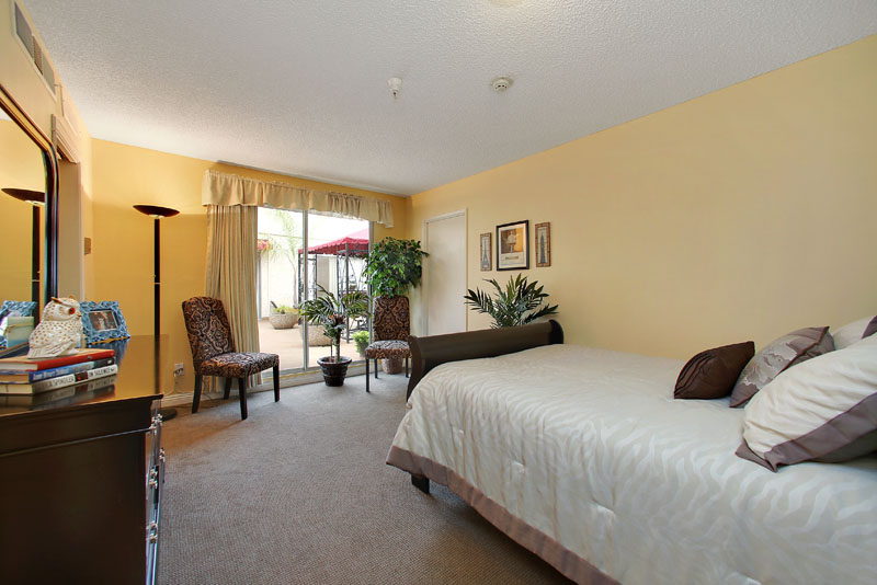 Mountview - Montrose, CA - Apartment Bedroom