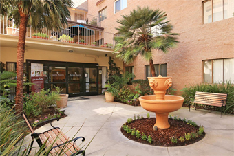 Pacific Pointe Retirement Village - Chula Vista, CA - Courtyard