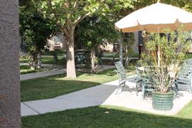Pacifica Senior Living Sierra Vista - Victorville, CA - Courtyard & Table