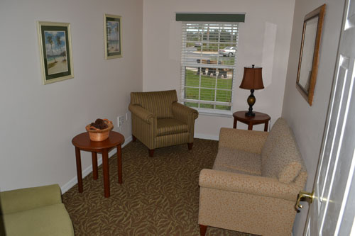 Palm Cottages - Rockledge, FL - Apartment Living Room